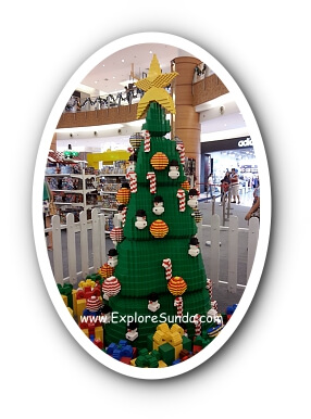 A Christmas tree made of Lego bricks.