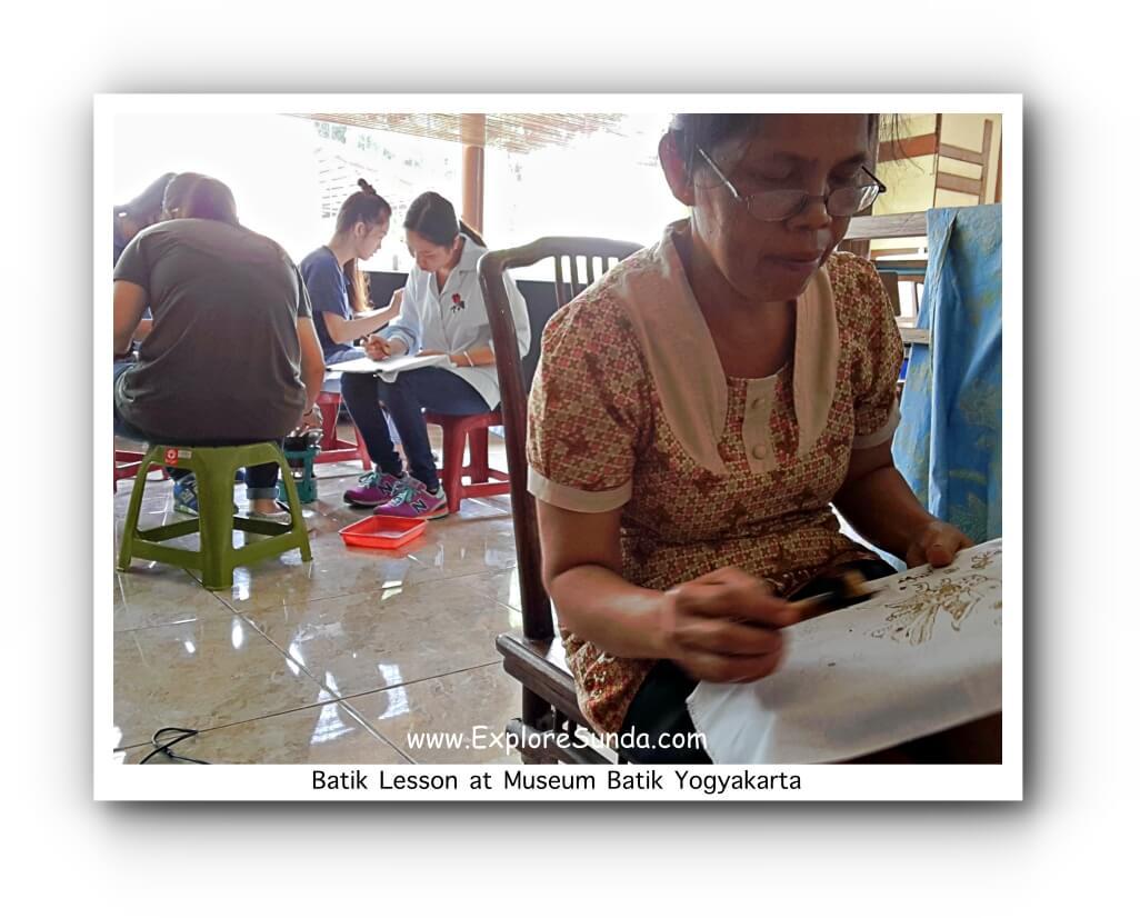 Batik lesson at Museum Batik Yogyakarta
