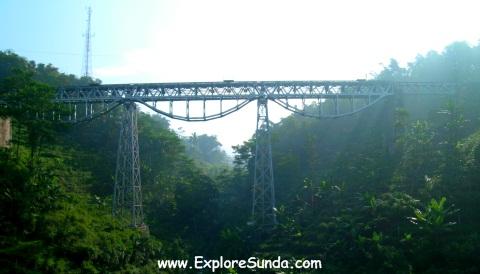 Jakarta - Bandung railroad, a view from Purbaleunyi toll road.