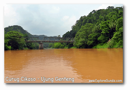 A boat trip to Curug Cikaso [Cikaso Waterfall] - Ujung Genteng. Soon the brown river will turn into green.