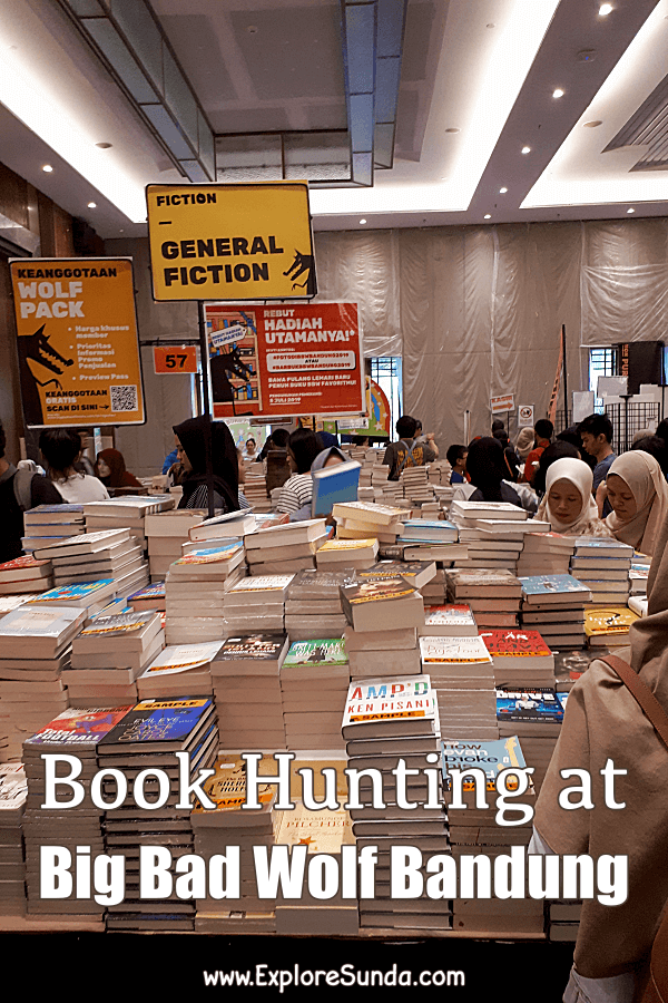 Book Hunting at #BigBadWolf book sale in #Bandung | #ExploreSunda