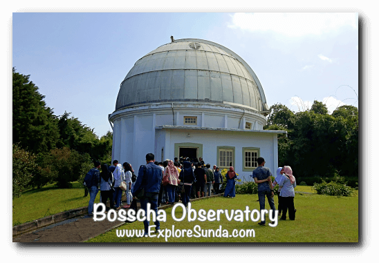Visitors are crowding the entrance to Bosscha Observatory in Lembang.