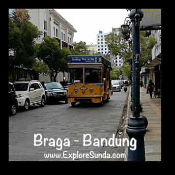 Bandros (Bandung Tour on Bus) passes jalan Braga Bandung