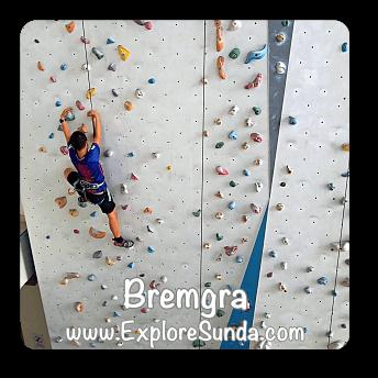 Wall Climbing at Bremgra, Tangerang Selatan.