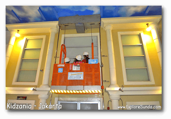 Work as window cleaners in Kidzania - Jakarta.