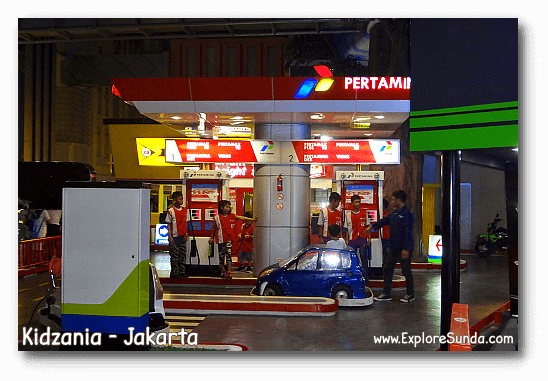 Work at the gas station in Kidzania Jakarta.