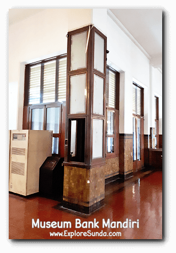 A tiny elevator to transport documents between the two floors in Museum Bank Mandiri at Kota Tua Jakarta.