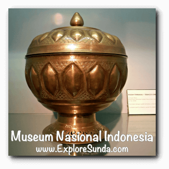 Brass tobacco container from Banjarmasin, South Kalimantan - a collection of Museum Gajah (The National Museum of Indonesia), Jakarta