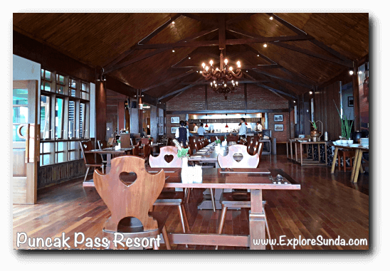 The restaurant in Puncak Pass Resort.