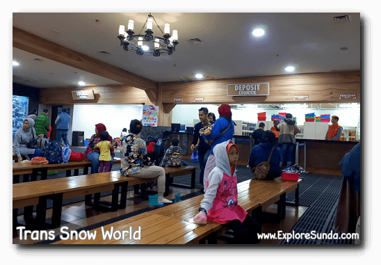 Deposit counter at Trans Snow World, where we get and return the boots and wrist device.